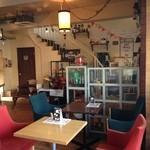 EMPORIO cafe&dining - 1階の店内風景♪
