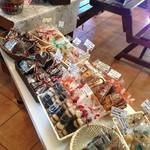 EMPORIO cafe&dining - 自家製の焼き菓子も当店オリジナル♪テイクアウトOK!