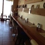 EMPORIO cafe&dining - 2階のカウンターは電源がとれるので仕事にも♪