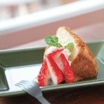 トラッドカフェ - 本日のシフォンケーキ ¥480  季節に合わせたフルーツをつかったシフォンです!ふっくらしっとり