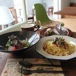 トラッドカフェ - パスタセット ¥1800 ディナー限定でサラダ、パスタ、デザート、ドリンクがセット。