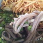 忠太郎茶屋 - 蕎麦は黒目の丸い麺