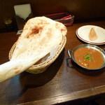 ハッピー ネパール&インディアン レストラン - マトンカレー&プレーンナン