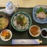 湯浅城 - 釜揚げしらす丼