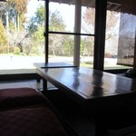 常盤荘別邸 霧島津 - 私逹はお座敷に上がって掘りごたつ式のテーブルで食事をいただきました。