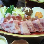 常盤荘別邸 霧島津 - メインの舟盛りは都城がいずれも生産量ナンバー1の鶏、豚、牛の3種盛りです