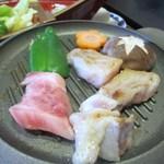 常盤荘別邸 霧島津 - 野菜と一緒に鉄板で焼くとジュージューと美味しい音と香りが漂って食欲をそそりますよ。