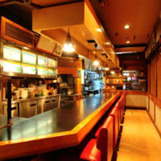 鎌田 - 内観写真:店内はカウンター、テーブル席を御用意しております。