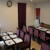鶴生館 - 店内は全てテーブル席となっております。