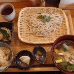 ebisu 蔵 - 鶏つけ地粉うどん 800円