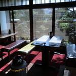 カフェ・レスパス - 庭を見ながらランチを頂けるって贅沢!