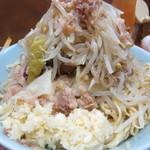 ラーメン富士丸 - 野菜とニンニクはマウンテン♪♪♪