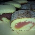 加賀屋餅店 - 料理写真:赤いあんこのタルト2種類です