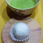 浪芳庵 - 2013年2月いちご大福に合わせて、抹茶を点てました♪