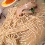 博多だるま ラーメンファクトリー - スープはイマイチな印象ながら麺は美味しかったなぁ。