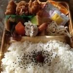 お弁当 どんどん - 料理写真:から揚げ幕の内弁当500円