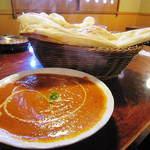 ハッピー ネパール&インディアン レストラン - チキンカレー(大盛り)+ナン