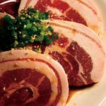 ほるもんがが - クサみがなく、トロける肉質【富士桜ポーク豚カルビ円】 ¥900