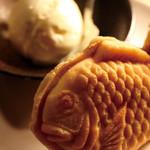 ほるもんがが - 「カリカリ」に炙って、「アイス」でじゅわ〜 【炙れ、たいやき君】 ¥300