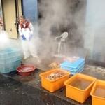 網元の宿 あお来 - 蟹を茹で中♫
