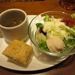 17318547 - フォカッチャ1切れ、サラダ、スープ