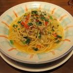 17318548 - しらすと彩り野菜のぺペロンチーニ