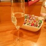 貝や しるひ - スパークリングワイン:オープン記念で100円×4杯いただきました