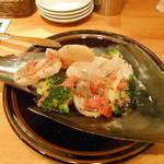 貝や しるひ - 平貝とブロッコリーのアンチョビ炒め 貝殻デカい