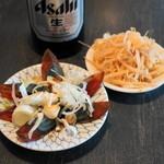 金町餃子 - 2013.1 ピータン(250円)、お通し(無料)のもやし