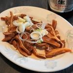 金町餃子 - 2013.1 豚耳(350円)温菜として提供されます