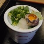 そば処 まる栄 - 大阪のそば屋さんらしく「うずら卵」もしっかり付いてきます