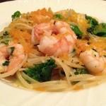 イタリア料理 ドルチェヴィータ - 海老と季節野菜のミモザ風 カラスミバターソースベベッティーニ(ボッタルガ