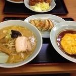 熊っ子ラーメン - 三食セット  980円  味噌ラーメン、餃子、半天津飯の組み合わせ