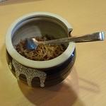 なが沼 赤坂本店 - じゃこの煮物が盛り放題(?)なのも素敵です