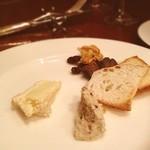 オー・グルマン - 自家製百年の孤独でヲッシュしたカマンベールとドライフルーツがたっぷり入ったブルーチーズがアクセントのフルーツチーズ♡うっとりワインが進みます
