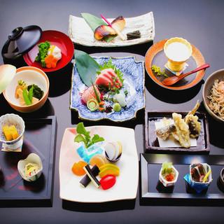 恵まれた山と海の幸。福井の郷土料理をコースでお届け
