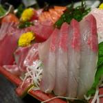 海鮮居酒屋さんせん - 名物のガッツリ盛り!(2,079円)