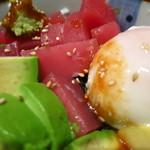 海鮮居酒屋さんせん -  まぐろ&アボカド丼(980円)