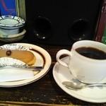 おかしときっさ たまごや - エクレールショコラとスペシャルティコーヒー