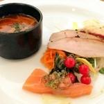 17344384 - 魚介とトマトのスープ                       スモークサーモン                       豚トロの燻製                       タコのマリネ