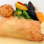 17344415 - 白身魚とカニクリームのパイ包み焼き