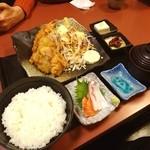 和食処 八田 - 大海老フライとマグロの唐揚げ定食。