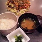 神戸六甲道・ぎゅんた - セット:ぎゅんた焼き/麦飯/味噌汁/漬物