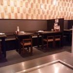 神戸六甲道・ぎゅんた - 奥のテーブル席