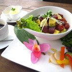 RICE-B - 地元三崎まぐろを使ったハワイアンポキ丼。
