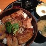 17348764 - 黒豚炭火焼丼