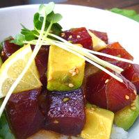 RICE-B - 三崎まぐろを使ったポキ丼。女性でも最後まで食べられるよう、さわやかにレモンが香ります。