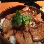 17349168 - 黒豚炭火焼丼