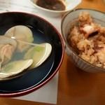 新島水産 - 蛤のお吸い物 & たこ飯