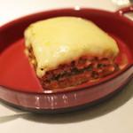 ドルチェ ポンテベッキオ - 仔牛肉とポルチーニ茸、ほうれん草の正統派ラザーニャ (単品だとSサイズ945円) '13 1月初旬